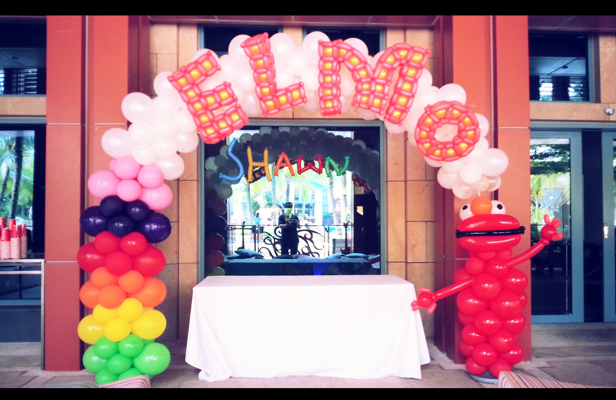 Elmo Balloon Arch