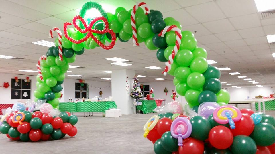 Christmas Balloon Arch Party Fiestar The Best Kids Party
