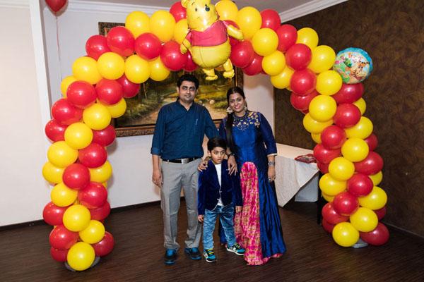 balloon arch winnie the pooh theme