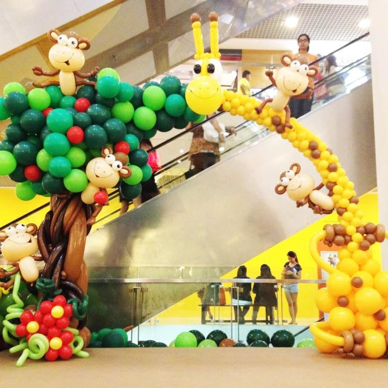 safari-balloon-arch