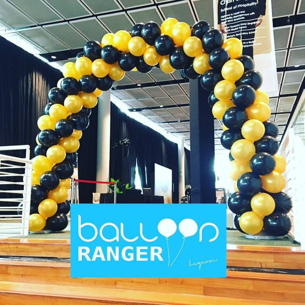 balloon arch classic black and gold