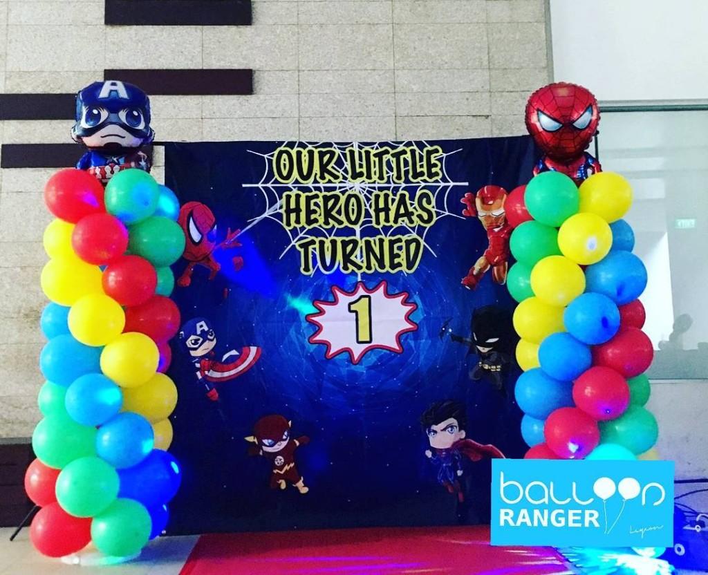balloon columns super hero theme